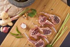 泰国放在架子上的羊羔 免版税库存照片