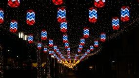 泰国旗子垂悬的灯,沿街道 免版税图库摄影