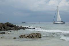 泰国有风和波浪天 免版税库存图片
