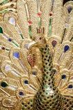 泰国样式孔雀木雕刻 免版税库存照片