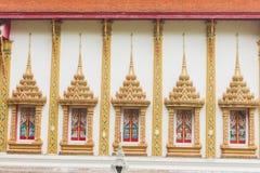 泰国样式寺庙窗口金子颜色 库存图片