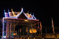 泰国样式曲拱在晚上 免版税图库摄影