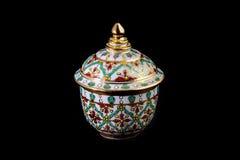 泰国样式杯子- Bencharong商品 库存照片