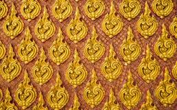 泰国样式金墙壁样式 免版税图库摄影