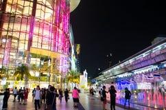 泰国模范是8层大厦,并且大厦的两个地下地板将使用玻璃装饰 免版税图库摄影