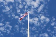 泰国沙文主义情绪在天空蔚蓝背景 库存图片