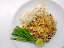 泰国泰国食物的垫,混乱与豆腐的油炸物面条在padthai样式 那个泰国全国主菜 图库摄影