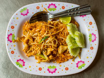 泰国泰国食物的垫,混乱在padthai样式的油炸物面条 库存图片
