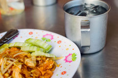 泰国泰国食物的垫,混乱在padthai样式的油炸物面条 免版税库存图片