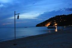 泰国海滩在晚上 库存照片