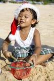 泰国海滩的男孩 免版税库存照片