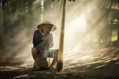 泰国湄公河和老挝的渔夫 免版税库存照片