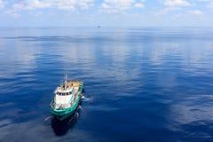 泰国湾, 10月18,2017 :近海油和煤气乘员组小船 免版税库存照片