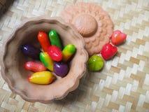 泰国点心,泰国甜点,球镀了在瓦器杯子的desser 库存图片