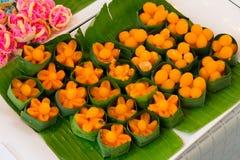泰国点心, Doonghiib,豆酱,蛋黄煮熟的乳脂软糖球 免版税库存照片