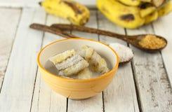 泰国点心-在椰奶的香蕉 免版税库存照片