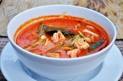 泰国烹调名字汤姆goong是大虾和香茅汤用蘑菇 免版税库存图片