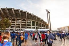 泰国爱好者等待足球比赛 库存图片