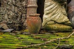 泰国瓦器和雕塑本质上 库存照片