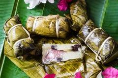 泰国甜点束与香蕉装填或Kao汤姆泥的软糊状食物 免版税图库摄影