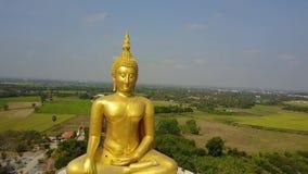 泰国的大菩萨,从天空寄生虫飞行幻灯片的空中场面离开 影视素材