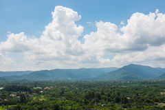 泰国的山小山的村庄 免版税库存照片