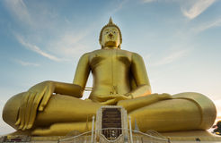 泰国的最大的菩萨雕象 库存照片
