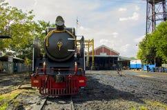 泰国的THON-BURI活动集中处地方存贮和修理蒸汽机车 库存图片