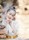 泰国礼服经典之作的逗人喜爱的亚裔女孩 图库摄影