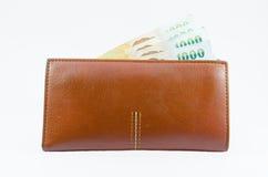 泰国票据在棕色钱包里 库存照片