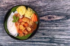 泰国米线用在日本咖喱的牛肉 免版税库存照片