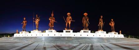 泰国纪念雕象的7国王全景在Ratchaphakdi公园的 免版税库存照片