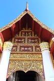 泰国经典门的寺庙 库存照片