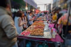 泰国肉丸和香肠用竹棍子 免版税库存图片