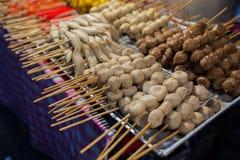 泰国肉丸和香肠用竹棍子 图库摄影