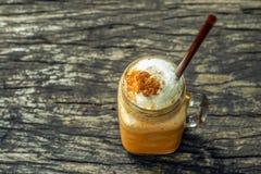 泰国茶和牛奶frappe 免版税库存照片