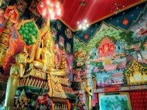 泰国菩萨和道德在泰国寺庙 免版税库存图片