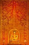泰国菩萨金黄雕象的寺庙 免版税库存照片