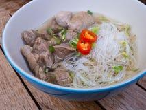 泰国被炖的牛肉面条用米细面条 免版税库存图片
