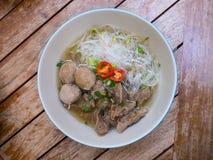 泰国被炖的牛肉面条用米细面条 免版税图库摄影