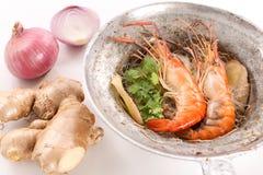 泰国被烘烤的虾用在白色背景-接近的玻璃面条 库存图片