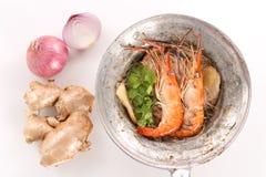 泰国被烘烤的虾用在白色背景-顶视图的玻璃面条 图库摄影