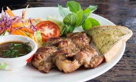 泰国辣调味汁猪肉牛排 免版税库存图片