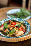 泰国辣食物蓬蒿鸡 免版税库存照片