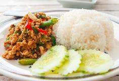 泰国辣食物(Krapao Gai) 免版税库存照片