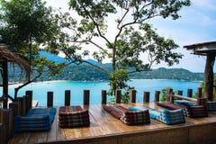 泰国酒吧有海视图 免版税图库摄影
