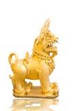 泰国金黄狮子的雕象 免版税库存照片