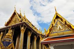 泰国金黄的寺庙 免版税库存照片