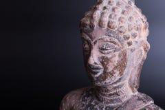 泰国雕刻红土带菩萨雕象 库存图片