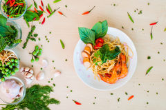 泰国面条和虾烘烤 图库摄影